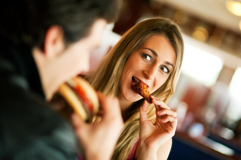 Put It Down Food To Never Eat On The First Date -1112